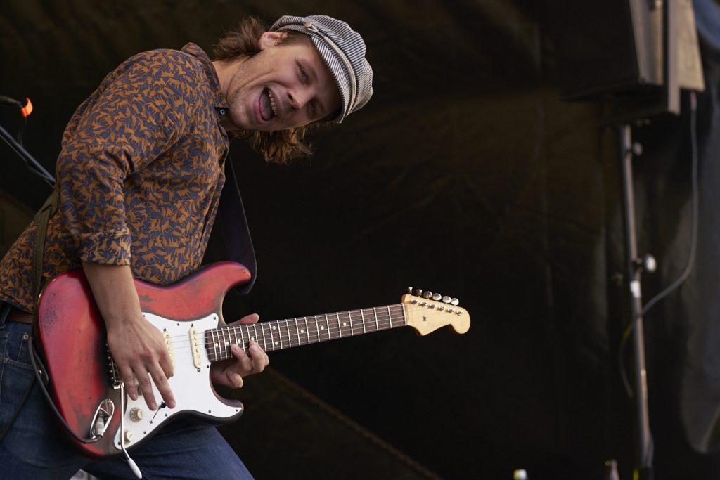 Fotografie beim Konzert: Der Gitarrist der Band Jetbone